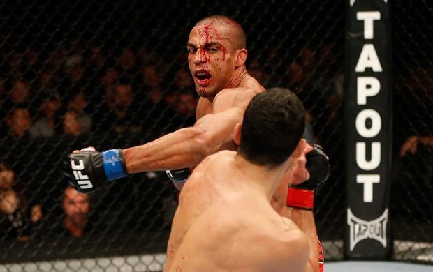 UFC Sacramento Danny Castillo x Edson Barboza (Foto: Getty Images)