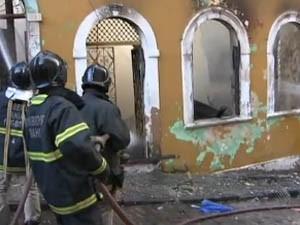 Incêndio deixa sete pessoas feridas em Salvador (Foto: Reprodução / TV Bahia)