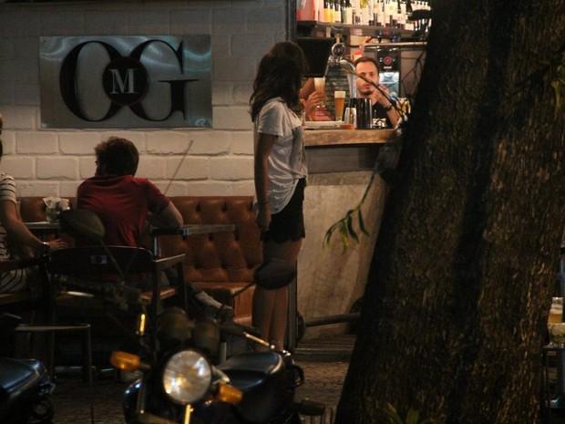 Yanna Lavigne com amigos em restaurante na Zona Sul do Rio (Foto: Rodrigo dos Anjos/ Ag. News)