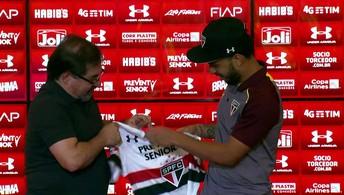 Marco Aurélio Cunha apresenta Wellington Nem, que veste a camisa do São Paulo