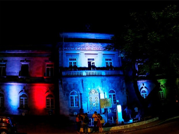 Prédio da Santa Casa de misericórdia foi iluminado no início da 2ª edição do projeto, no início do mês (Foto: Marcos Dantas/G1 AM)