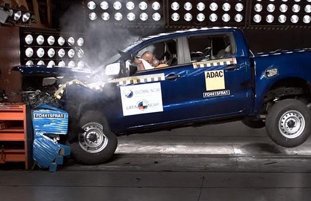 Ford Ranger passa por teste de colisão (Foto: Divulgação)