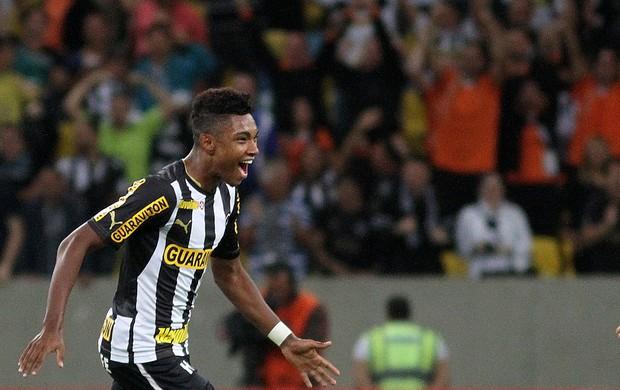 Vitinho comemora, Botafogo x Internacional (Foto: Vitor Silva/SSPress)