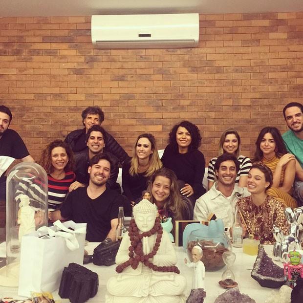 Tatá Werneck com amigos como Paulo Betti e Isis Valverde em sua casa no Rio (Foto: Instagram/ Reprodução)