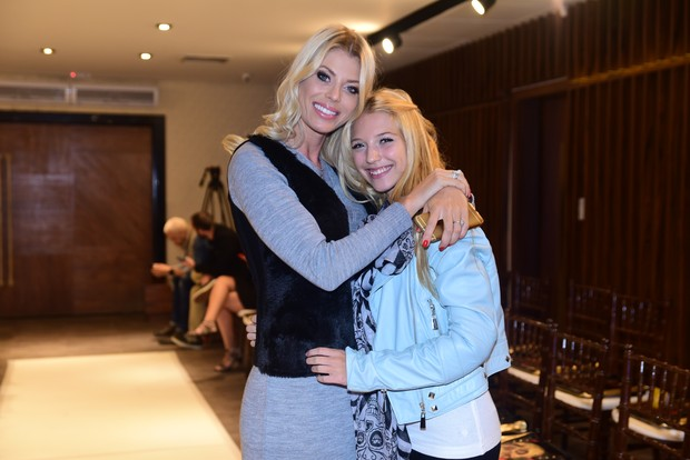 Caroline Bittencourt e a filha, Isabelle (Foto: Leo Franco /AgNews)