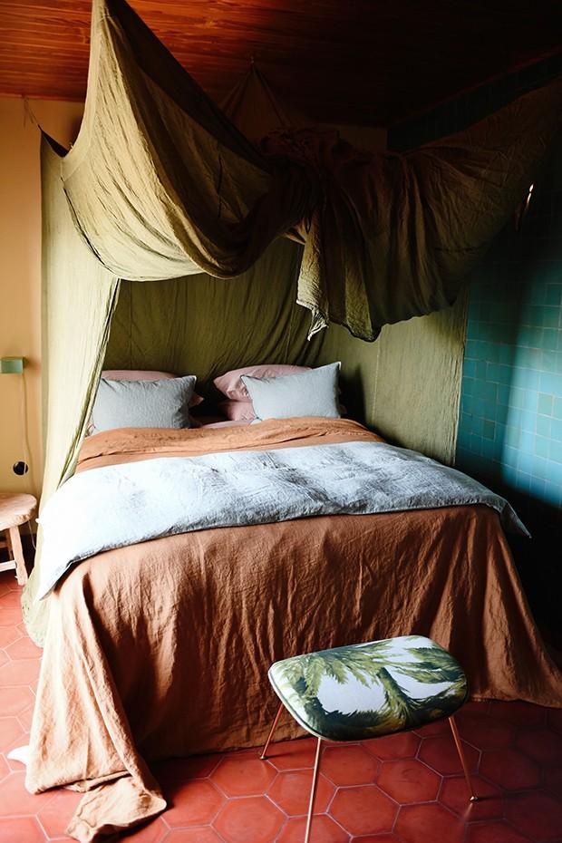 Los enamorados é um hotel praiano com atmosfera vintage e colorida em Ibiza (Foto: Iris Dorine, Liselore Chevalier e Valerie van der Werff/ divulgação)