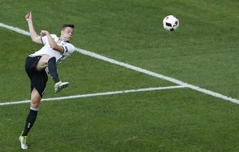"""Incentivado a driblar, Draxler recebe elogios na Alemanha: """"Pés mágicos"""""""