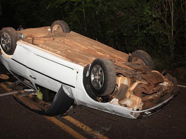 Carro capotou em Seberi e um jovem morreu (Foto: Adriano Dal Chiavon/O Alto Uruguai)