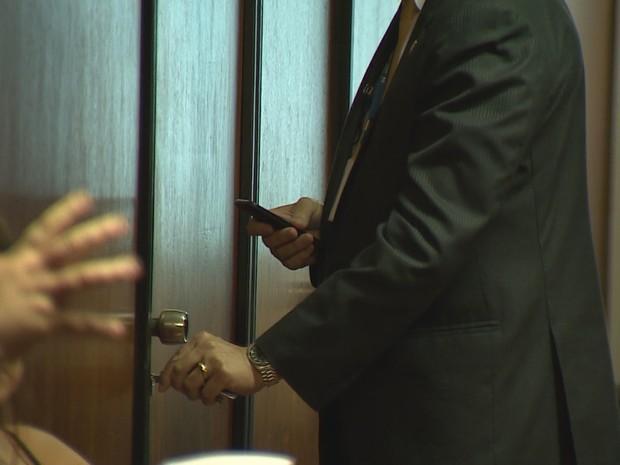 Perícia faz varredura em gabinete do deputado Jardel  (Foto: Reprodução/RBS TV)