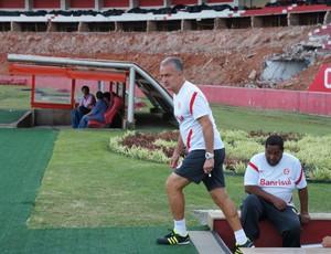 Dorival no treino do Inter (Foto: Diego Guichard/GLOBOESPORTE.COM)