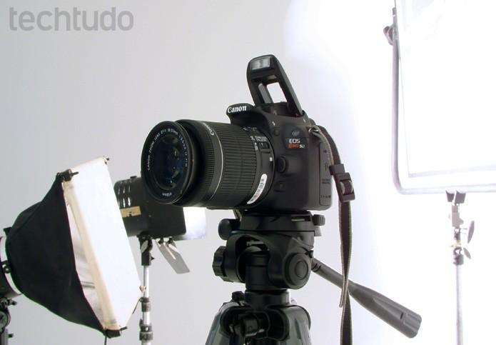 Modelo é vendida com lente  (Foto: Adriano Hamaguchi/TechTudo)