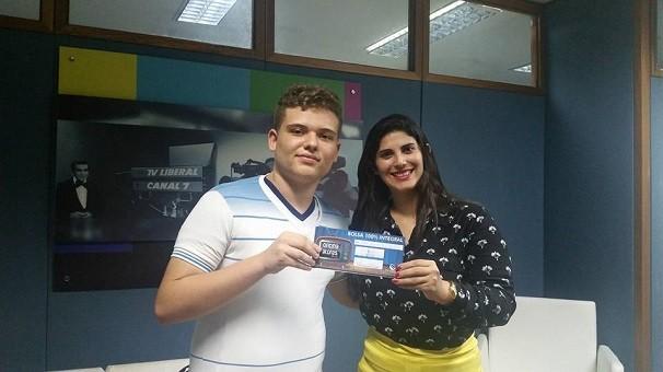 Estudante Pedro Baima e Karinne Damasceno da TV Liberal  (Foto: Adriana Camarão)