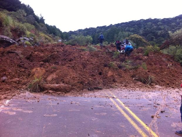 Dois sentidos da rodovia SC-110 estão interrompidos (Foto: Defesa Civil/Divulgação)