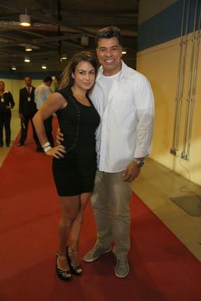 Maurício Mattar com a namorada, Bianca Andrade, em show no Rio (Foto: Felipe Panfili/ Ag. News)