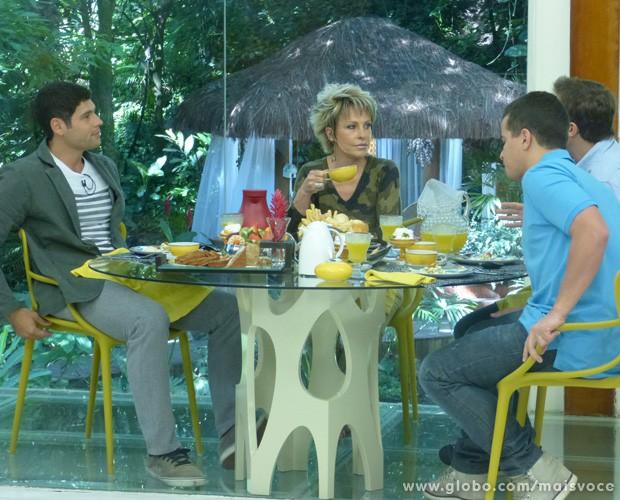 Thiago Martins e Dudu Azevedo sobre fazer música juntos: 'A gente chegou a conversar' (Foto: Mais Você / TV Globo)