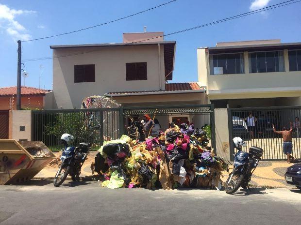 Balão caiu no Jardim das Oliveiras, em Campinas, na manhã deste domingo (Foto: Johnny Inselsperger / EPTV)