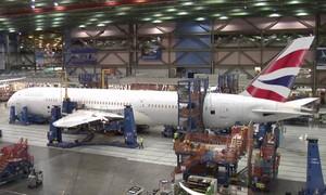 Vídeo acelerado mostra construção de superavião de passageiros