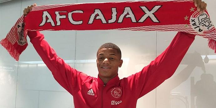 David Neres chega ao Ajax (Foto: Reprodução / Twitter)