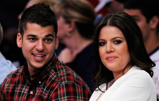 A família Jenner-Kardashian é numerosa: são seis irmãos. Em meio a tantas possibilidades, Khloé Kardashian claramente escolheu o irmão mais novo, Rob Kardashian, como seu predileto. Eles se defendem publicamente com frequência. (Foto: Getty Images)