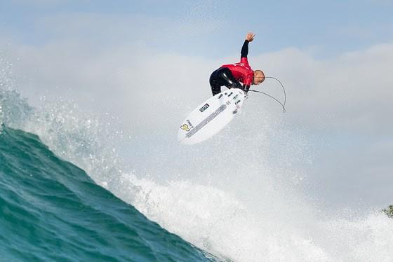 Kelly Slater voando em Jeffreys Bay