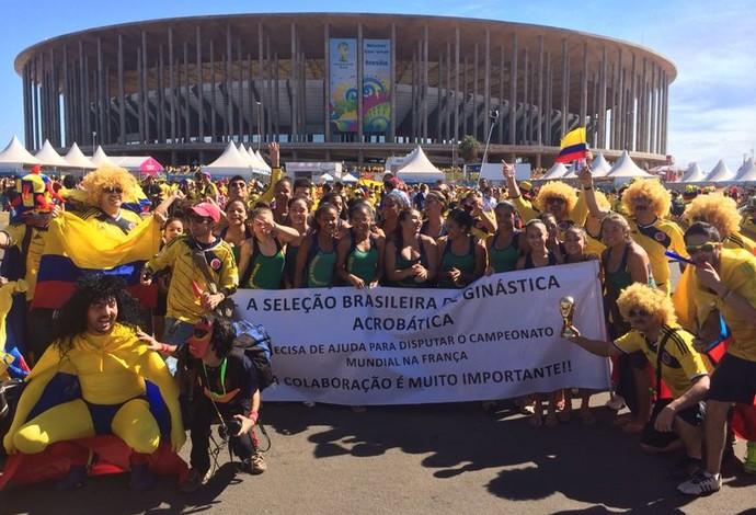 protesto seleção brasileira ginastica acrobática mané garrincha copa (Foto: Fabrício Marques)
