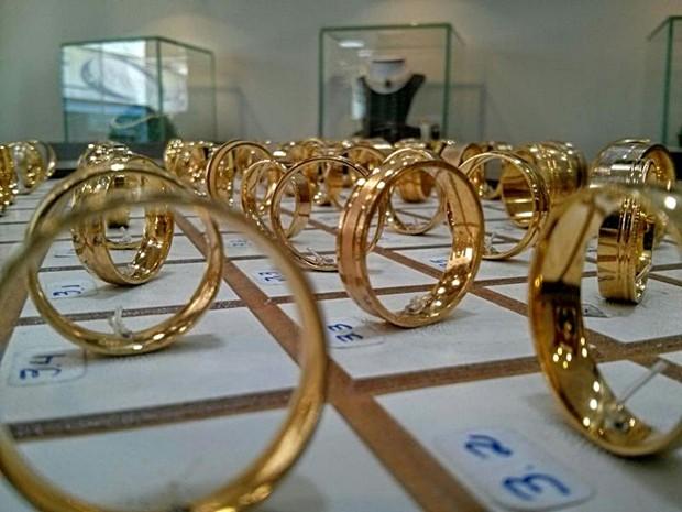 Especialistas de Itapetininga indicam investimento em ouro (Foto: Reprodução/TV TEM)