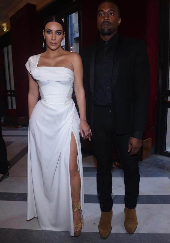 Kim Kardashian e seu marido, o rapper Kanye West, estiveram na pré-estreia e comemoravam dois anos de casados no teatro (Foto: Divulgação)