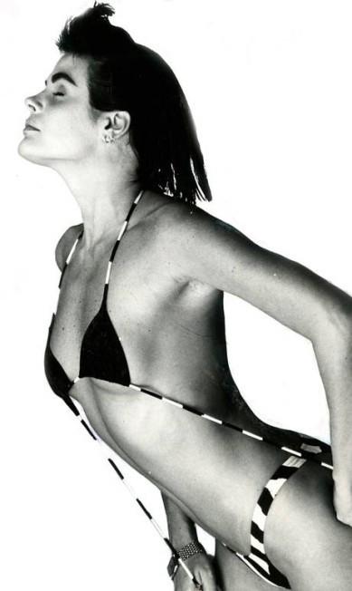Monique Evans em ensaio de moda em 1987:  (Foto: Agência O Globo)