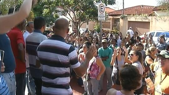 Servidores fazem protesto por reajuste salarial em Ourinhos