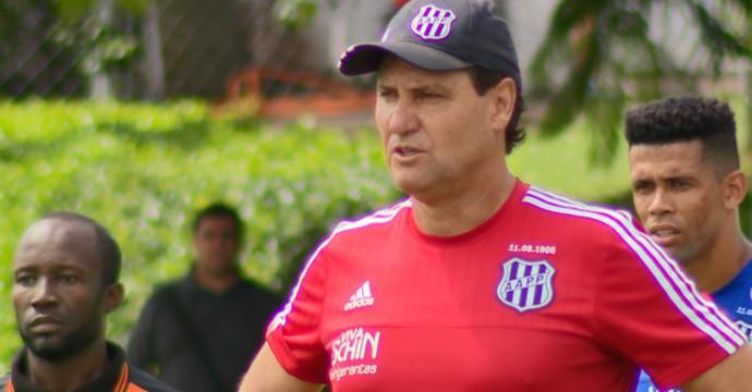 João Brigatti técnico Ponte Preta (Foto: Oscar Herculano Jr / EPTV)