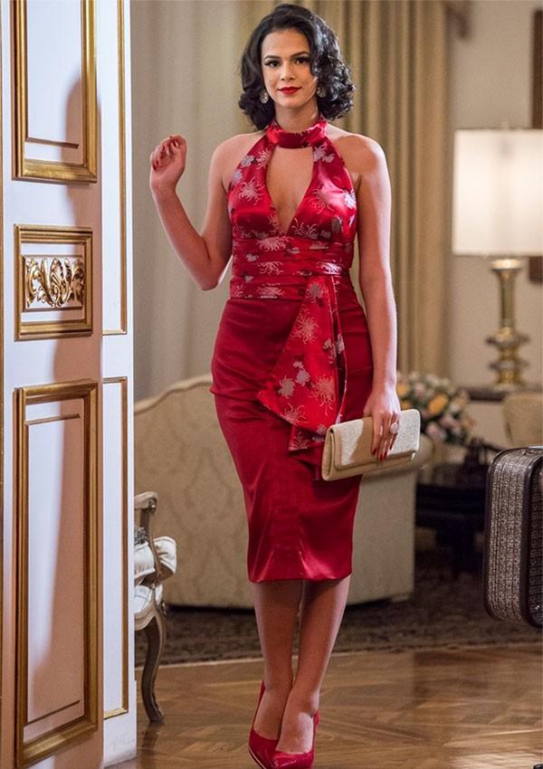 Os looks coloridos e elegantes aparecem mais nas novelas dentro da série (Foto: Divulgação)