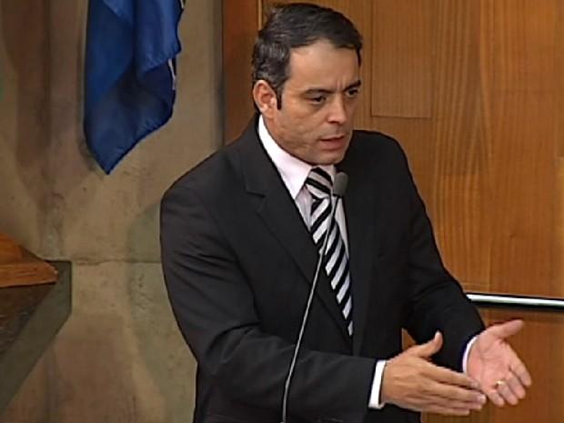 Adriano Zago anunciou que estava deixando o cargo (Foto: TV Integração/Reprodução)