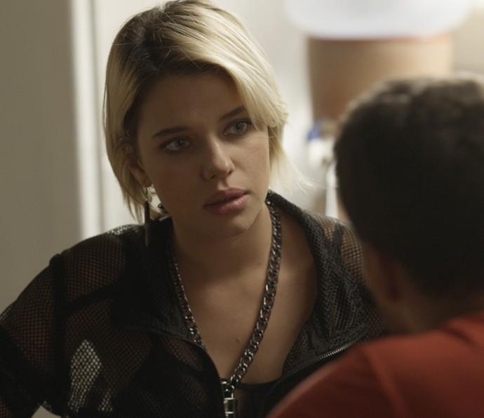 Belisa se surpreende com a postura de Juliano (Foto: TV Globo)