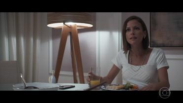 Andrea se incomoda com interesse de Henrique por novela de Michele