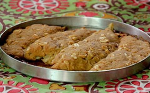 Linguado em crosta de pão com molho de butiá