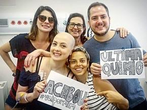 Última sessão de químioterapia foi comemorada (Foto: Arquivo Pessoal)