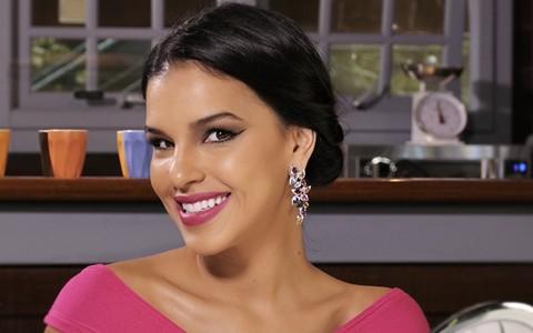 Batom perfeito e penteado fácil para casamento de dia: Mari Rios ensina truques