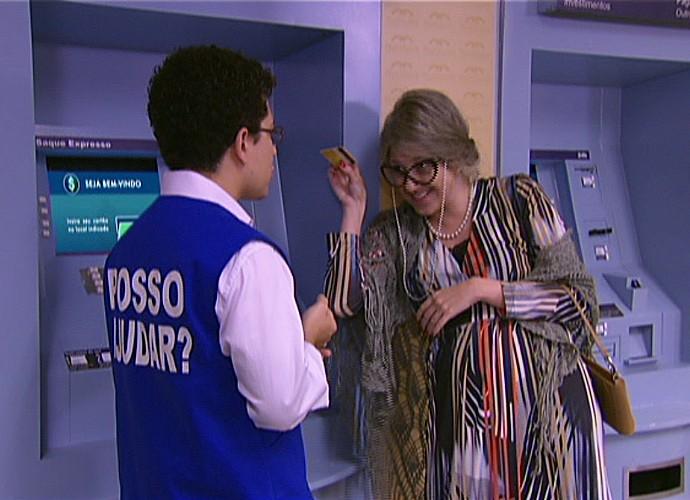 Dani Calabresa interpreta uma idosa (Foto: TV Globo)