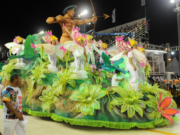 Desfile da Unidos da Piedade. (Foto: Beto Morais/ G1ES)