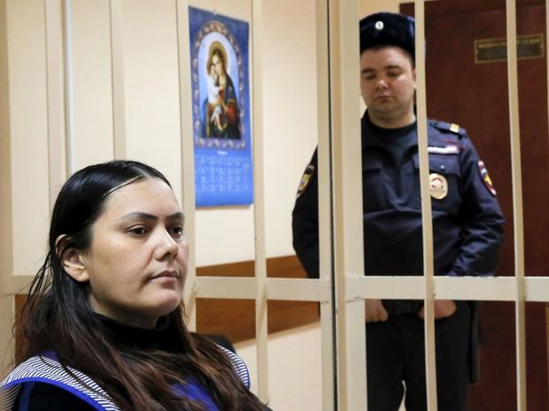 Gulchekhra Bobokulova foi presa na Rússia por decapitar criança diz ter obedecido a Alá (Foto: Maxim Shemetov/Reuters)