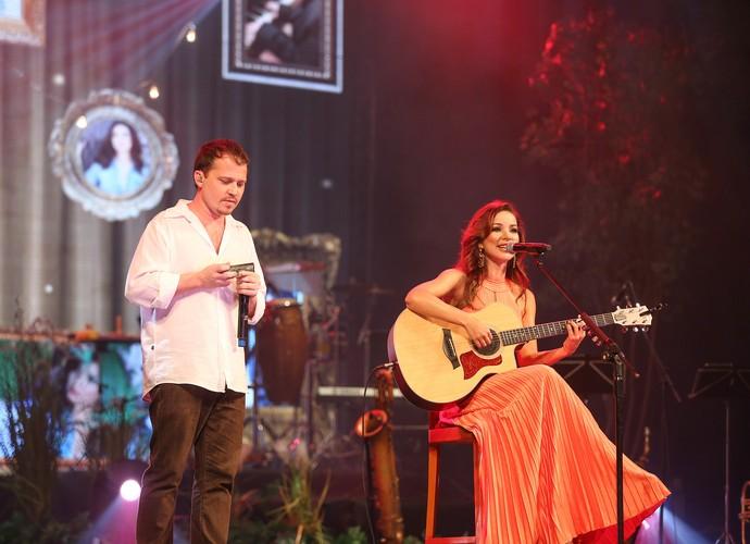 Liah Soares canta Asa Branca em parceria com o gaitista Gabriel Grossi (Foto: Divulgação)