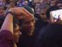 Recebido com festa, R10 frustra fãs com passagem relâmpago por evento