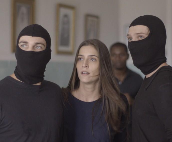 Nat conta com Lobão e Luiz para escapar da clínica (Foto: TV Globo)