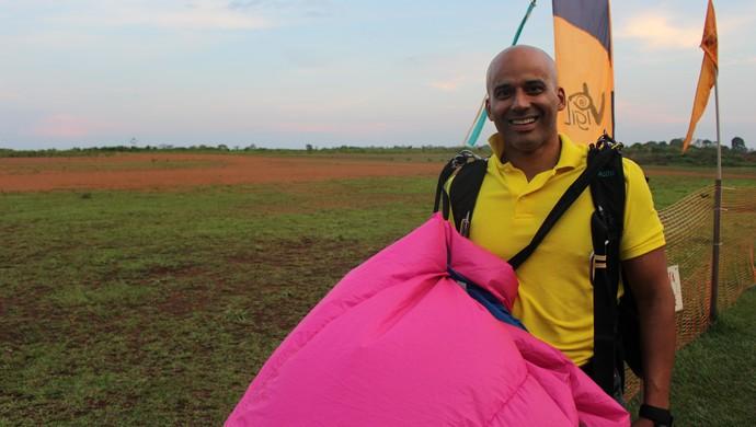 Emerson Castro fala sobre a emoção dos saltos de paraquedas (Foto: Daniele Lira)