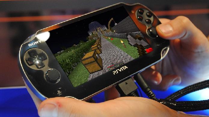 Botões e direcionais analógicos eram exatamente o que Minecraft precisava em sua versão portátil (Foto: Powered by Redstone)