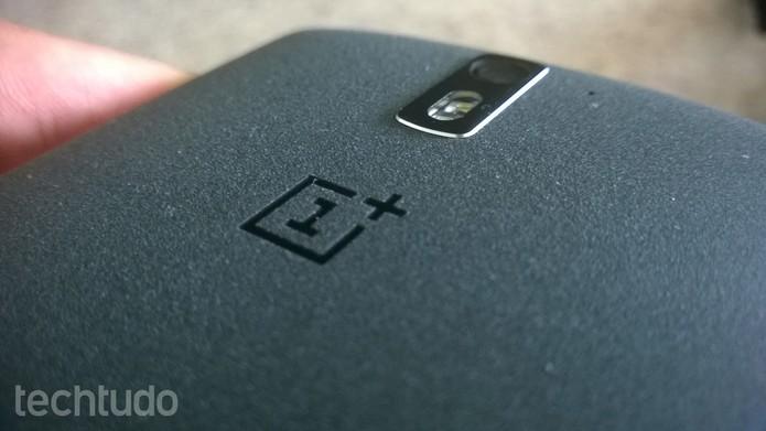 Traseira do OnePlus One (Foto: Elson de Souza/TechTudo)