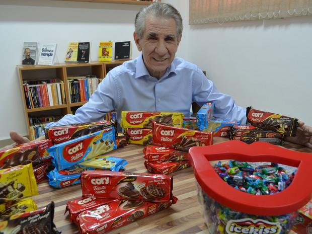 Nelson Castro está a frente da Indústria de Alimentos Cory há 48 anos (Foto: Adriano Oliveira/G1)