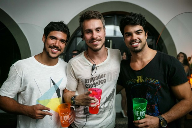 Raphael Sumar com amigos (Foto: Marcos Samerson / Agência We love Photo!)