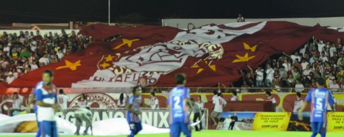 Torcida colorada levou um bandeirão para o João Hora (Foto: Felipe Martins / GloboEsporte.com)