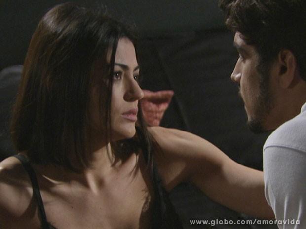 Silvia rejeita ficar com Michel (Foto: Amor à Vida/TV Globo)
